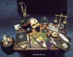 Miniature wiccan altar table by Dfly Haunted Dollhouse, Haunted Dolls, Dollhouse Miniatures, Witch Cottage, Witch House, Halloween Miniatures, Halloween Doll, Accessoires Mini, Witch Coven