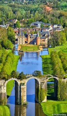Chateau de Maintenon and the Maintenon Aquaduct, Indre e Loire, Centre, France Places Around The World, The Places Youll Go, Places To See, Around The Worlds, Beautiful Castles, Beautiful World, Beautiful Gardens, Chateau De Maintenon, Wonderful Places