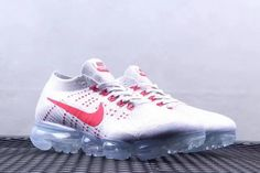 Nike Air Vapormax 2018 White University Red Cheapest Shoe Nike Air Vapormax, New Nike Air, Runway Fashion, Fashion Tips, Fashion Models, Womens Fashion, Fashion Shoes, Nike Shoes, Running Shoes Nike