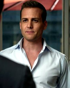 Gabriel Macht as Harvey Specter in Suits. ohhhh the open shirt look! Serie Suits, Suits Tv Series, Suits Tv Shows, Gabriel Macht, Harvey Specter Anzüge, Trajes Harvey Specter, Suits Usa, Suits Harvey, Suits Quotes