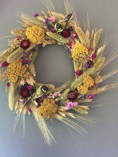 Beautiful Summer Wreath Design Ideas To Try Asap 09 – Spring Wreath İdeas. Shabby Chic Kranz, Shabby Chic Wreath, Dried Flower Wreaths, Dried Flowers, Fresh Flowers, Floral Wreaths, Deco Wreaths, Holiday Wreaths, Tropical Floral Arrangements