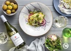 Make the most of a sunny winter weekend and the fact that you have some wine in your glass again! Enjoy Chef Eric's hake parcels with buttery potatoes and a fresh bean and mint salad - with a glass of 2019 La Motte Sauvignon Blanc of course! Winter Melon, Butter Mints, Mint Salad, Baby Potatoes, Sauvignon Blanc, Salad Ingredients, Fennel, Tray Bakes, Fresh Rolls