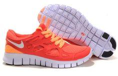 Acheter Femme Nike Free Run 2 est une chaussure de running idéale pour un large éventail de coureurs. Il offre les avantages de renforcement liés à la formation aux pieds nus tout en offrant l'amorti nécessaire, traction et aux pieds protection. Un maillage de combinaison et tige en cuir synthétique favorable est léger et durable. Laçage asymétrique minimise la pression sur le dessus du pied pour un confort accru.