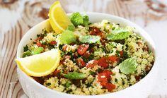 Zima je dlouhá a šedivá a vy přemýšlíte, jak získat energii a znovu se nastartovat? Vsaďte na barevné ovoce, zeleninu a kvalitní sacharidy! Vybrali jsme pro vás tři lehoučké recepty, které se vám budou líbit. #recept #zima #vitaminy #salat #zelenina #ovoce #tvaroh #polevka #zdravastrava #recipe #healtyfood #vitamins #vegetable #zima #winter Cobb Salad, Food, Essen, Meals, Yemek, Eten