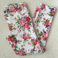 EUC Cute White Floral Pants Excellent used condition, only worn one time. These are the cutest white floral pants and perfect for spring and summer! Purchased from red dress boutique. 100% cotton Sans Souci Pants Skinny