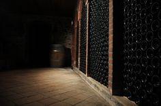 """""""Dans mon caveau, je suis sans chagrin, et je trouve le temps aussi doux que le vin."""""""