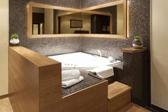 Marmer mozaïek - natuursteen in de badkamer - ingebouwd bad