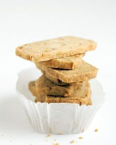 Almond Orange Shortbread Cookies Keep the dough for this delicate, flavorful cookie in your freezer. Later, you can slice off just what you need from the frozen log of dough and bake. Icebox Cookie Recipe, Icebox Cookies, Almond Shortbread Cookies, Shortbread Recipes, Cookie Recipes, Dessert Recipes, Mini Desserts, Dessert Ideas, Crack Crackers