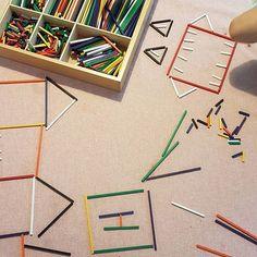 Die Jungs lieben den Fröbelkasten und ich finde ihn perfekt in Sachen Kreativität für Kinder und nebenbei lernen. Diese Kästen gibt es in unterschiedlichen Gaben. Wir haben Nummer 8 . Sabrina . . #fröbel #lernenfürsleben #kreativ #lebenmitkindern #unseral