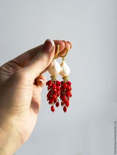 Long earrings with Baroque pearls & a red coral with sterling silver Coral Earrings, Coral Jewelry, Crystal Earrings, Beaded Earrings, Wire Jewelry, Boho Jewelry, Earrings Handmade, Jewelry Crafts, Jewelry Art