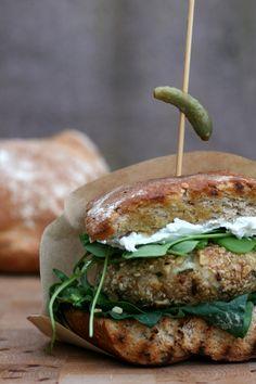 Epic burger project #3: leftover risottoburgers met walnoot havermoutcrunch