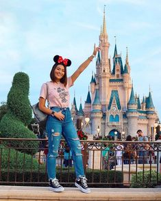 Chritmas Party na Disney 🤣🎉✨✨🎄🎅🏼 Cute Disney Outfits, Disney World Outfits, Disneyland Outfits, Disney Inspired Outfits, Disney Style, Disneyland Outfit Summer, Disney Vacation Outfits, Disney World Florida, Disney World Trip