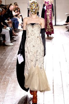 FALL 2013 COUTURE Maison Martin Margiela  (Let's look at the dress and ignore the fact that the model can't)