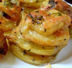 ΜΑΓΕΙΡΙΚΗ ΚΑΙ ΣΥΝΤΑΓΕΣ: Πατάτες στο φούρνο --αλλοιώς ..!!!