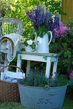 Container gardening and Pot Ideas, discover this gardening pin plan reference 3348071610 to planting our favorite herbs in a container. Garden Cottage, Garden Pots, Outdoor Landscaping, Outdoor Gardens, Jardin Decor, Pot Jardin, Vintage Gardening, English Country Gardens, My Secret Garden