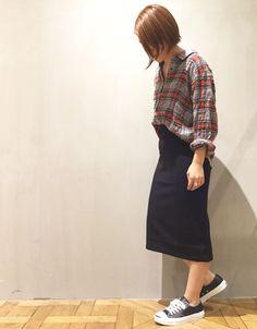 チェックコーデ この秋トレンドのチェック柄を大人カジュアルにコーディネート♪タイトスカートでラフになりすぎず、女性らしい印象に仕上げています。