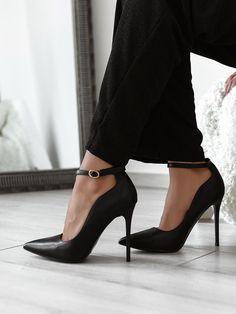 Γόβες Με Μπαρέτα Μαύρες - Calypso Carrie Bradshaw Style, Shoe Closet, Fashion Shoes, Kitten Heels, Fashion Trends, Shoe Cabinet, Shoe Racks, Shoe Cupboard, Trendy Fashion
