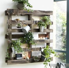 Patio ideas for small gardens Wooden pallet on wall with lights and plants. Pallet Wall Decor, Pallet Walls, Pallet Garden Furniture, Pallets Garden, Vertical Pallet Garden, Pallet Planters, Build A Table, Diy Home Decor, Room Decor