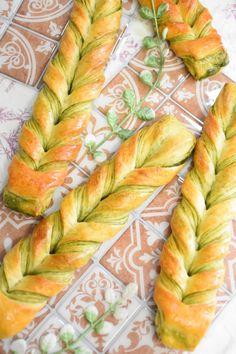 Matcha twisted bread by ayaka Baby Food Recipes, Bread Recipes, Baking Recipes, Amazing Food Decoration, Matcha, Baking Buns, Bakery Kitchen, Bread Shaping, Bread Art