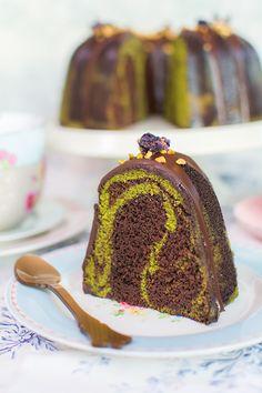 Vídeo-receta: Bundt Cake de chocolate y té matcha