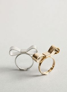 I LOVE this ring, I bought one for while I wait for my man BUT it ripped out my stone in my neck!!!