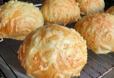 Mega sýrové bulky | NejRecept.cz Dumplings, Muffin, Hamburger, Cheese, Cooking, Breakfast, Den, Food, Breads