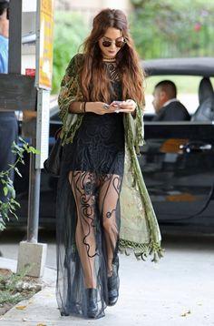 Vanessa Hudgens - Vanessa Hudgens Stops by a Hair Salon