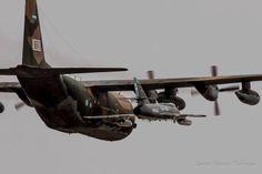Hercules reabasteciendo en vuelo un SUE C 130, C130 Hercules, Falklands War, Armada, South America, Photo Art, Fighter Jets, Aircraft, History