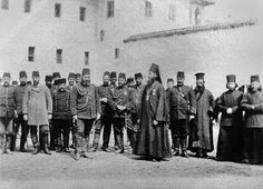 1902 - Kosova. Decani Manastırı ve manastırı korumakla görevli Osmanlı askerleri.