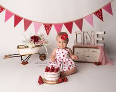 One year baby photography session, birthday cake smash photography, naked cake s… - birthday Cake White Ideen One Year Birthday Cake, 1st Birthday Party For Girls, First Birthday Pictures, Girl Birthday Themes, Birthday Cake Smash, First Birthday Cakes, Baby Birthday, Birthday Ideas, Birthday Parties
