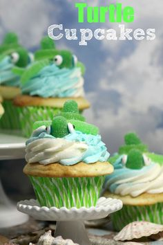 These turtle cupcakes are adorable. They'd be fun to make with the kids or to serve at a kids party. Turtle Cupcakes, Kid Cupcakes, Cupcake Cookies, Great Desserts, Delicious Desserts, Cupcake Recipes, Dessert Recipes, Cupcake Ideas, Yummy Treats