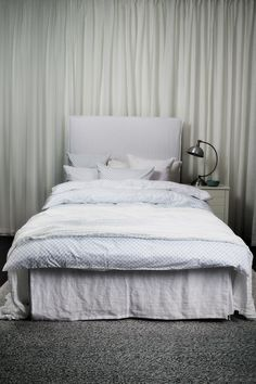 The lovely linnen bed skirt, looks like a relaxed morning hair do. Bedskirt, Laundry, Laundry Design, Bedroom, Bed, Color Pallets, Home Decor, Dream Bedroom, Furniture