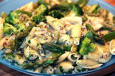 Vegetarisk pasta med sparris i krämig sås - kryddburken.se