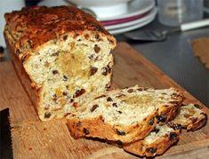 Paasbrood Dutch Recipes, Bread Recipes, Sweet Recipes, Healthy Recipes, Healthy Food, Piece Of Bread, Cake Cookies, Sugar Free, Banana Bread