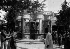 Morosini Fountain behind bars Old Photos, Vintage Photos, New College, Heraklion, Behind Bars, Old Maps, Crete, City Life, Fountain