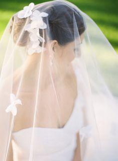 Beautiful wedding veil ~ Photography by yazyjo.com
