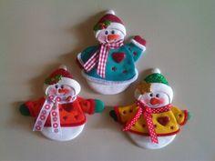 Muñeco de nieve Muñeco de nieve imantado para decorar la nevera, elaborados con foamy.