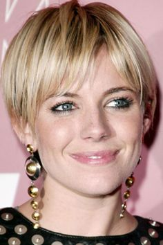 The long pixie cut is a great way to take your short hair to the next level. Its variants suit different face shapes, hair types, and personalities. Check out the best long pixie haircut ideas in pictures to get inspired! Long Pixie Hairstyles, Short Pixie Haircuts, Haircuts For Long Hair, Hairstyles With Bangs, Straight Hairstyles, Easy Hairstyles, Haircut Short, Gorgeous Hairstyles, Hairstyle Ideas