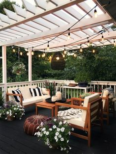 Pretty backyard pergola with vines, string lights and greenery. Great backyard design for parties. Home design decor inspiration ideas. Design Eclético, Patio Design, House Design, Design Ideas, House Exterior Design, Interior Design, Terrace Design, Eclectic Design, Design Case