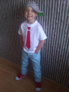 """To zdjęcie bierze udział w Konkursie Modne Dziecko"""". Konradek 5 lat styl luźny elegancik w skład ubrania wchodzi czapka h -panda,buty f spodnie george oraz koszulka zaprojektowana  u grafika :)"""