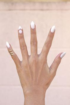 Idee deco ongle, un joli modele ongle gel de couleur blanche nails art ногт White Manicure, White Nail Art, Manicure E Pedicure, White Nails, White Almond Nails, Almond Nail Art, Love Nails, How To Do Nails, Pretty Nails