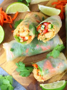 Spring Roll Wraps, Thai Spring Rolls, Shrimp Pad Thai, Shrimp Wraps, Spicy Thai, Taste And See, Asian Recipes, Ethnic Recipes, Yummy Appetizers