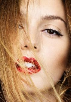 Red lip, defined eye