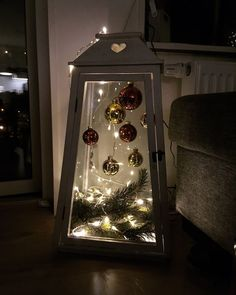 Cheap and Simple DIY Outdoor Christmas Decorations Ideas - .- Günstige und einfache DIY Outdoor Weihnachtsschmuck Ideen – Laternen Cheap and Easy DIY Outdoor Christmas Decorations Ideas – Lanterns - Decoration Christmas, Noel Christmas, Christmas Centerpieces, Rustic Christmas, Holiday Decorations, Lantern Christmas Decor, Christmas Lights, Christmas Porch, Christmas Candle