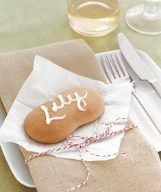 Use a biscuit cookie as an edible place card
