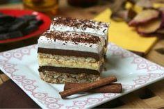 Blat nuci : 8 albusuri 10 lg zahar 2 lg ulei 3 lg faina 3 lg pesmet plic praf de copt 120 g nuci prajite Citeste mai mult … >>> 400 g Nutella 250 g biscuiti Crema : 8 galbenusuri 200 g zahar 500 ml lapte 3 lg faina 1 plic budinca … Romanian Desserts, Romanian Food, Sweets Recipes, Cake Recipes, Cooking Recipes, Yummy Treats, Sweet Treats, Dessert Drinks, Food Cakes