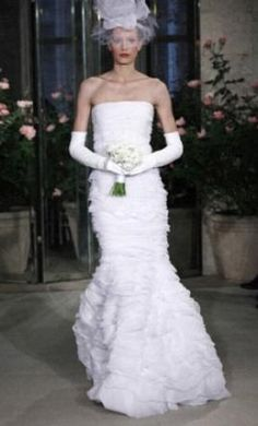 Sample Oscar de la Renta Wedding Dress 12n27, Size 8  | Get a designer gown for (much!) less on PreOwnedWeddingDresses.com