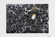 <p>Your gifting game is rock solid with this black marble wrapping paper.</p>