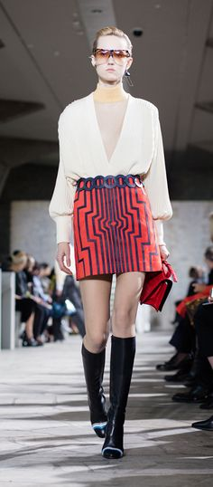 LOEWE Autumn Winter 15 look 24. Pleated cardigan-wool-white ash / Skin turtle neck sweater-wool-almond / Cyborg mini skirt-suede-nappa red-blue / L circle s belt calf-black / Filipa sunglasses-acetate-havana-transparent / Small leaf earring-silver / Small leaf earring-silver-gold / Ibiza earring-silver-rhodium / Barcelona shoulder 24 bag-polished crocodile / Column ring ankle boot-calf-goatskin-black-multicolor / L circle s belt calf-nay-blue