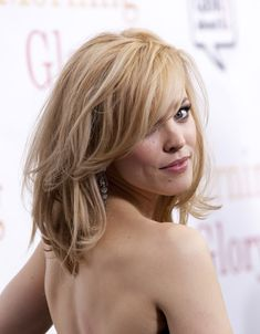 Rachel McAdams Hair All-over layers for volume & side bangs for softness around face My Hairstyle, Messy Hairstyles, Pretty Hairstyles, Layered Hairstyles, Hairstyles Pictures, Blonde Hairstyles, Hairdos, Wedding Hairstyles, Cut My Hair